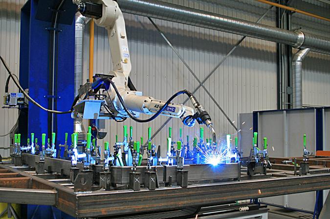 Super Konwencjonalny robot spawlniczy OTC-Daihen XV92